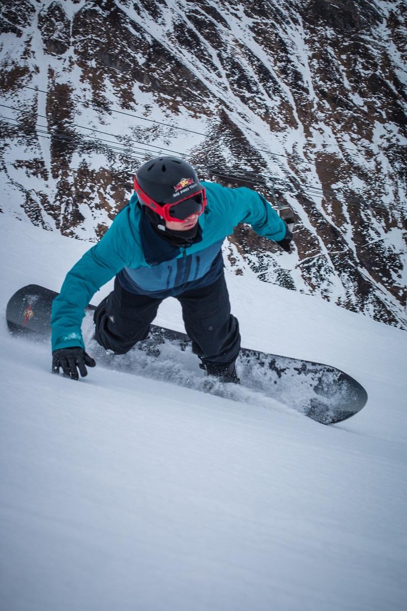 snowboarder carving turn